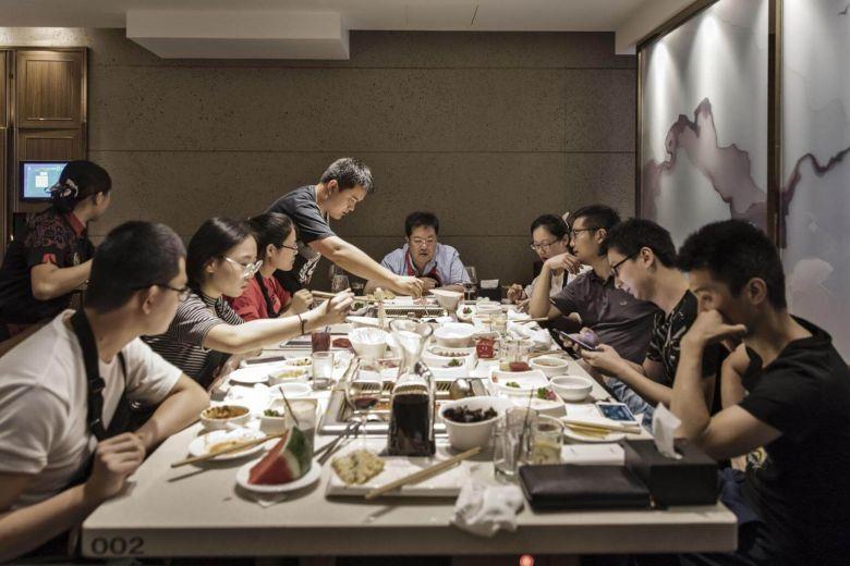 Nha hang Hong Kong lao dao vi thong tin nguoi nhiem corona khi an lau hinh anh 1 27a_haidilao.jpg